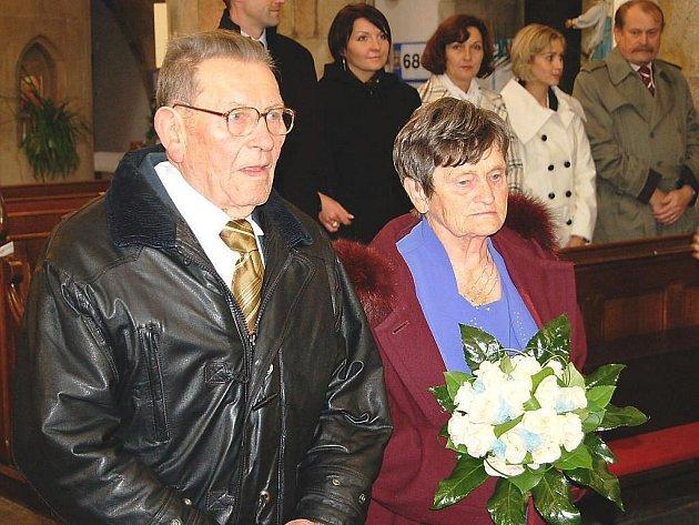 Svůj svatební den si manželé Stručkovi připoměli v kostele, v němž byli oddáni