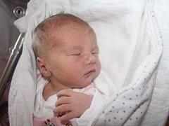 Karolína Häuslerová z Plané u Mariánských Lázní (3380 gramů, 51 cm) se narodila v klatovské porodnici 17. května ve 13.38 hodin. Rodiče Petra a Jaromír věděli dopředu, že jejich prvorozené miminko bude holčička.