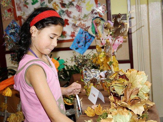 Ve vestibulu školy v Jilemnického ulici v Tachově je v těchto dnech instalována výstava podzimního tvoření.