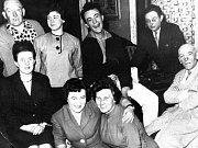 """Na podnět MKS Tachov svolaly """"staré ochotnice s mladým srdcem"""" Marie Huttová, Marie Plesarová a Anna Šlapáková setkání starých mohykánů."""