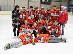 Tachovští žáci suverénně vyhráli svoje ligové soutěže, převzali za ně poháry a medaile