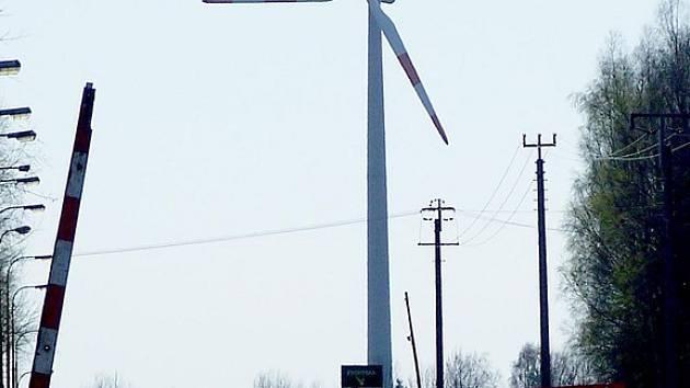 Podobné větrné elektrárny jako je tato u Rozvadova mají vyrůst poblíž státní hranice. Stožáry budou vidět až z Plané.