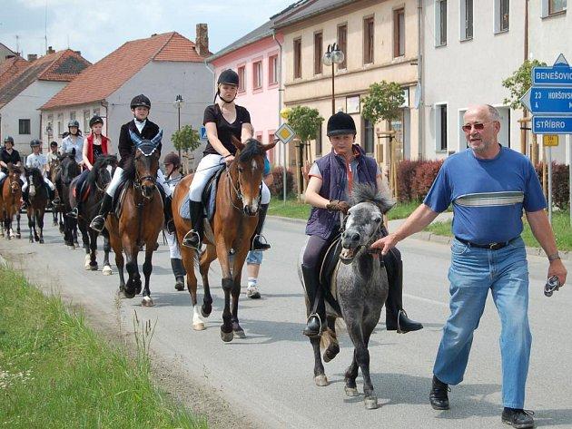 Desátý ročník oslav Dne koní se v neděli uskutečnil v Kladrubech