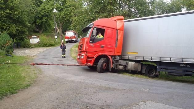 Úsměv na tvářích nejen zasahujících hasičů vyvolala dopravní kolize, která se stala ve čtvrtek odpoledne v Pístově.