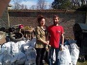 Dobrovolníci se sešli k úklidu Tachova.
