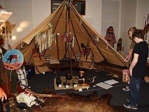 Seznámit se se skutečným životem indiánů mohou návštěvníci na výstavě v  kladrubském muzeu.