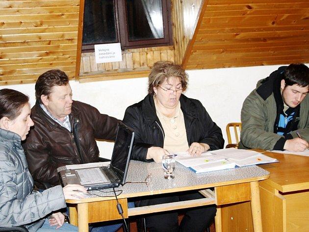 V pondělí večer jednalo zastupitelstvo obce Obora. Předmětem sporu se stala kvalita vody a vybudování nového vodovodu.