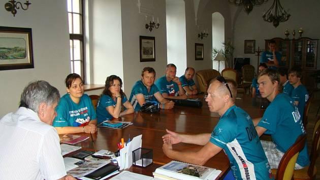 Cyklisté ve Stříbře prezentovali boj proti drogám mezi dětmi.
