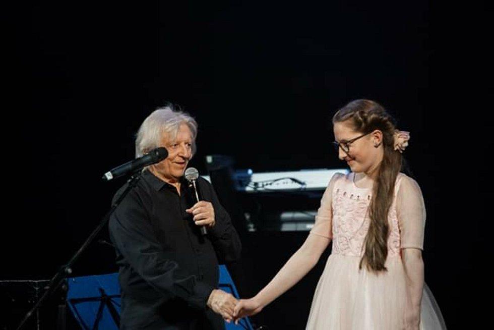 Anna Gálisová při různých vystoupeních.