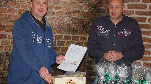 Chodovoplánská restaurace Ve Skále hostila nejúspěšnější účastníky sázkařské soutěže.