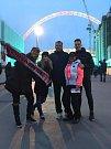 Stadion Wembley, 22. března 2019. Snímek Jardy Landrgotta s rodinou z Tachova.