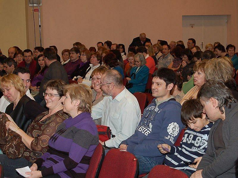 Koncert podle ředitelky pořádajícího Městského kulturního střediska v Tachově Boženy Vaňkové přilákal bezmála pět set diváků.