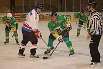 Hokejisté Tatranu Přimda (v zelenožlutých dresech) porazili v neděli v Tachově Okulu Nýrsko 9:2.