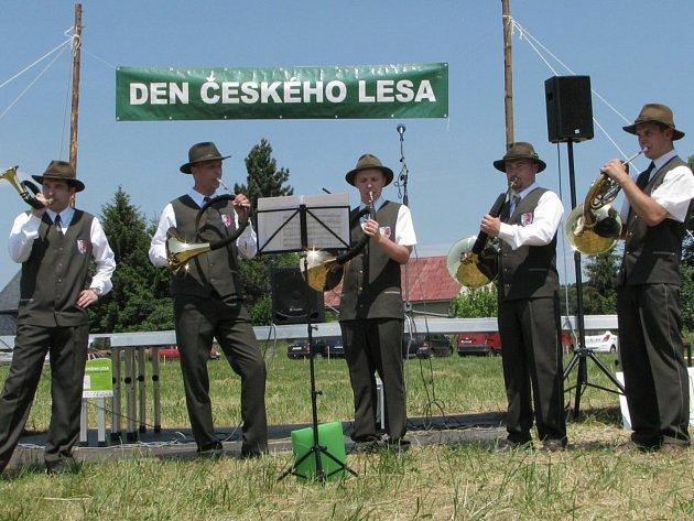 DEN ČESKÉHO LESA ve Vesnickém muzeu v Halži doprovodí také Trubači Kolowratových lesů, podobně jako v minulých ročnících.