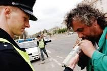 Stále více řidičů policie nachytá, jak řídí v opilosti.
