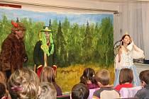 Sytenské děti dostaly od Mikuláše také pohádku O vznešené ježibabě.