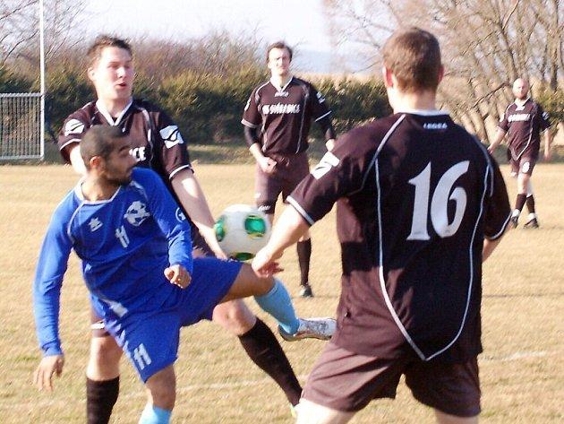 Vstup do jarní části 1. A třídy Chodskému Újezdu nevyšel, prohrál s FK Svéradice 2:4.