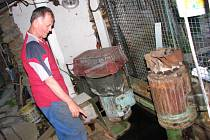 JOSEF HAKL U SOUSTROJÍ, které vyrábí a dodává elektřinu do rozvodné sítě.