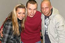 Skupina Verona (vlevo Markéta Jakšlová, vpravo Peter Fider) s autorem rozhovoru Petrem Kasalem ve Stříbře.