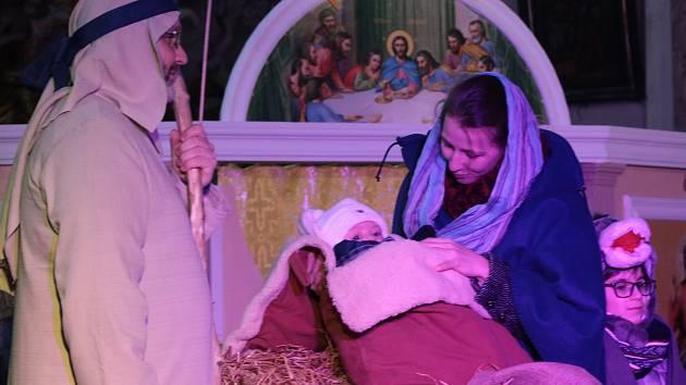 Živý betlém v kostele Máří Magdaleny v Tachově.