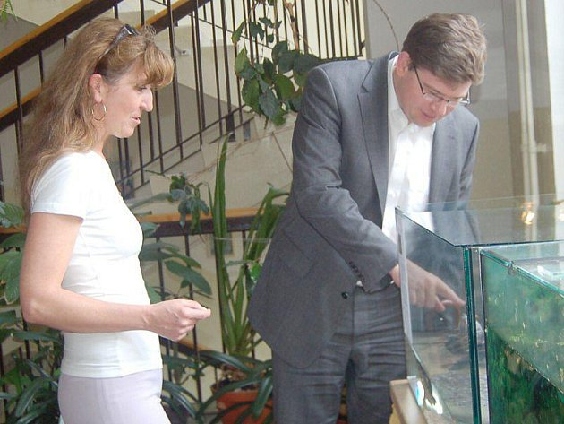 Ve čtvrtek navštívil ministr spravedlnosti Jiří Pospíšil některá školská zařízení na Tachovsku. V Gymnáziu Tachov se zajímal o státní maturity.
