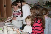 Vánoční výstava ručních prací se konala v kulturním domě v Chodové Plané. Autory axponátů byly dětí z několika škol, přímo na místě vyráběly vánoční dekorace i klientky z ústavu v Mnichově.