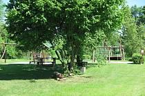 Současný prostor pro dětské hřiště skýtá soukromí i bezpečnost. není ale tak navštěvované, jak by mohlo být, především maminkami s malými dětmi.