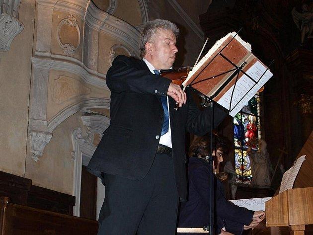 V plánském chrámu Nanebevzetí Panny Marie koncertoval Jaroslav Svěcený