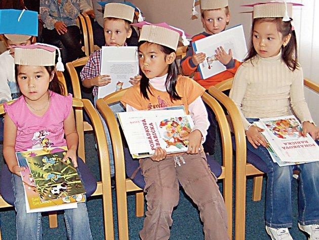 V obřadní síni Městského úřadu v Přimdě se 26. června konalo slavnostní rozloučení s dětmi z tamní mateřské školy.