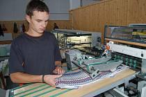 Výhledově až pět desítek pracovních příležitostí by měla nabídnout nová tiskárna, kterou v areálu bývalých kasáren ve Stříbře otevírá plzeňské nakladatelství a vydavatelství Nava.