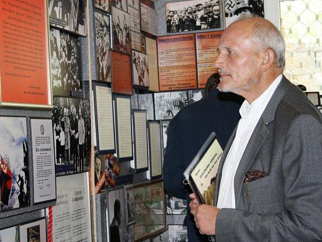 Muzeum železné opony v Rozvadově navštívili za rok existence lidé z celého světa. Nejvíce jich bylo, jako v případě návštěvníka na snímku, z Německa a pochopitelně z Česka.