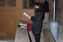 Gabriela Eibenová na kůru halžského kostela.