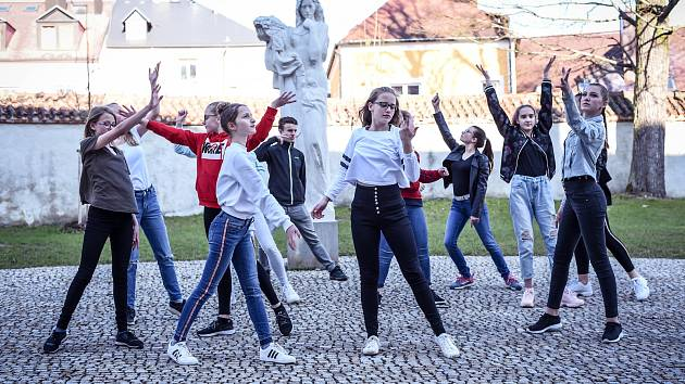 Absolventi tanečního oboru si choreografii připravují sami.