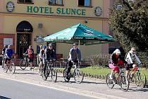 Prosluněné nedelní dopoledne přálo cyklistům