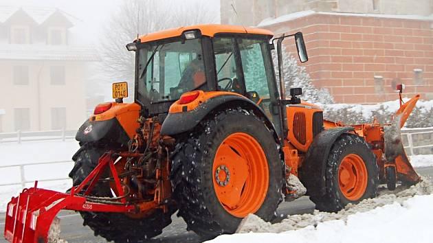 Technika v Přimdě je v plné permanenci. Ve městě totiž  ještě včera leželo zhruba třicet centimetrů sněhové nadílky.