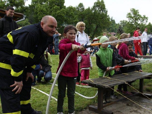 Hasiči pořádali sobotu pro děti.