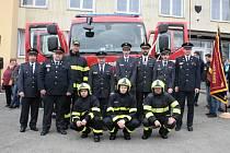 Dobrovolní hasiči ze Starého Sedliště si převzali nové auto