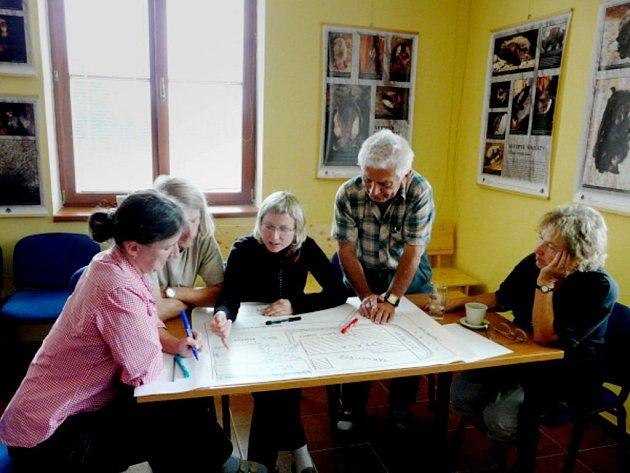 Obyvatelé Přimdy se setkali v sídle Správy Chráněné krajinné oblasti Český les. Zde měli možnost vyjádřit své nápady, jak by měla vypadat zahrada Českého lesa.
