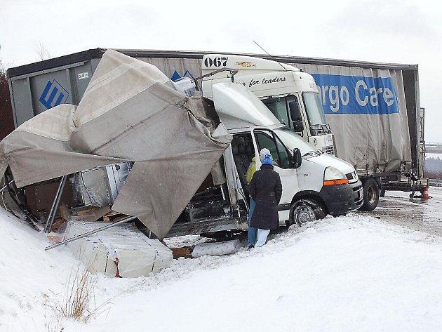 Dopravní nehoda na dálnici D5 u Benešovic.
