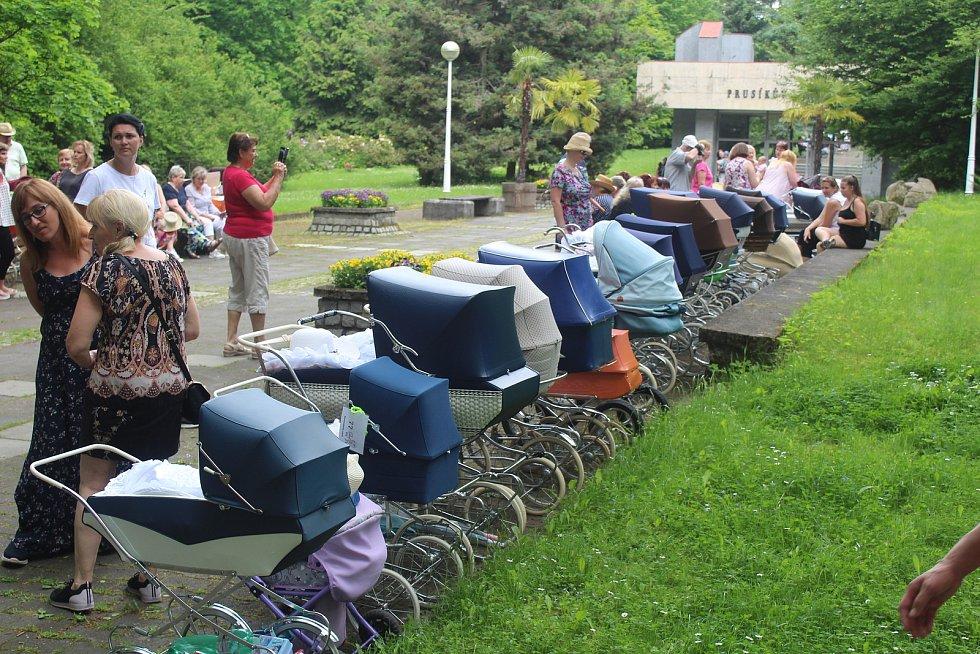 Na Kočárkování bylo letos vidět více než sto dvacet kočárků.