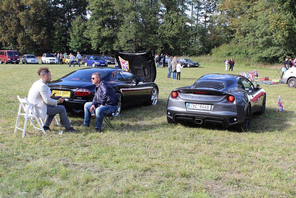 Setkání amerických automobilů na závěr sezony v Tachově.