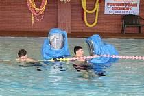Cvičení v plaveckém bazénu.