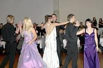 Maturitní ples třídy 6. A Gymnázia Tachov se konal v pátek ve společenském sále Mže v Tachově.