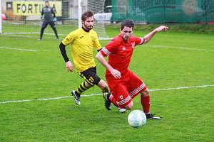 Michal Folejtar (na archivním snímku hráč v červeném dresu) při fotbalovém utkání v dresu Tachova.