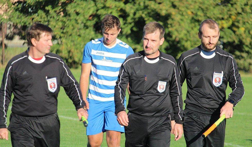 TIP LIGA (řádek č. 5): Sokol Mrákov (v modrém) - Sparta Dlouhý Újezd (ve žlutém) 1:3.