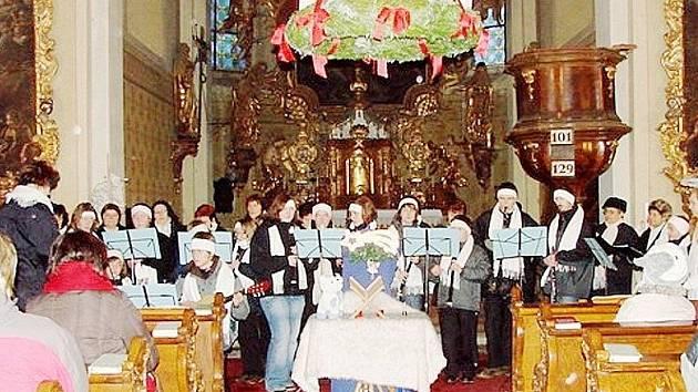 ADVENTNÍM KONCERTEM oslavili v Kladrubech zlatou neděli.