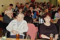 NA SCHŮZI. Zcela zaplněný sál společenského areálu Mže hostil ve středu setkání členů Svazu tělesně postiřených v Tachově.