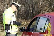 Dopravní policisté kontrolovali, jakou rychle jedou řidiči přes železniční přejezd mezi Borem a Čečkovicemi. Hříšníky čekala pokuta.