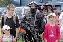 Den s policií se v Tachově konal naposled v roce 2006. Mnozí návštěvníci si tehdy odnesli do rodinného alba unikátní fotografie například s těžkooděncem.