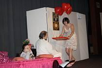 Protagonisté divadelní komedie Nuda, se kterou se v tachovském kině Mže představili domažličtí divadelníci.